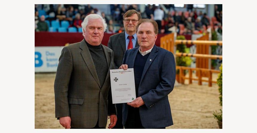 Herbert Ulonska erhält Reiterkreuz in Silber